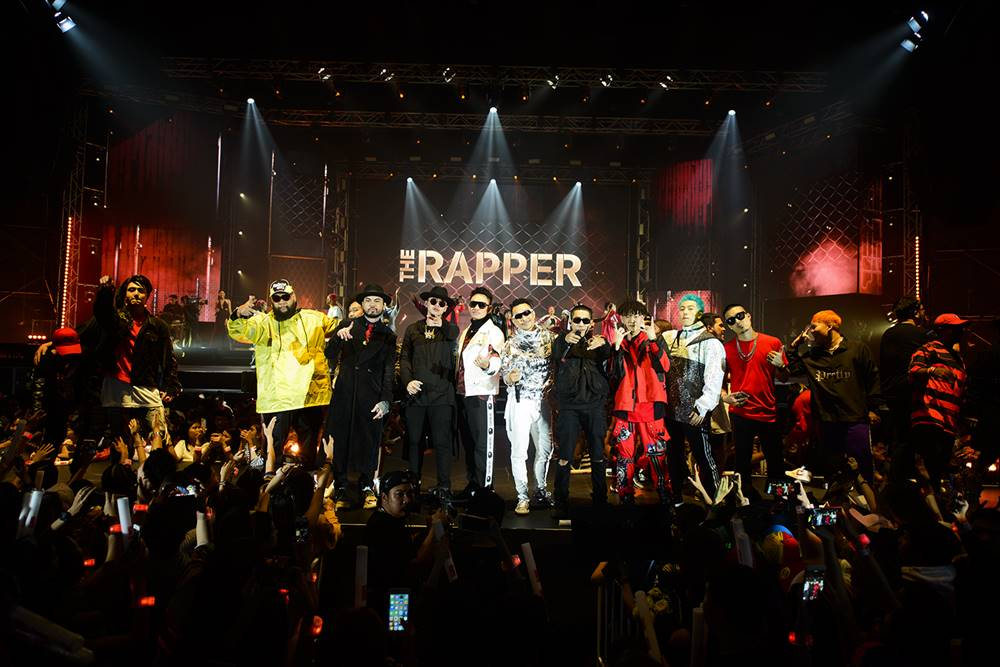 "The fun exploded all-out!! ""LEO PRESENTS THE RAPPER CONCERT"" More than 50 rappers flocked the stage, roaring dances across the hall!!"